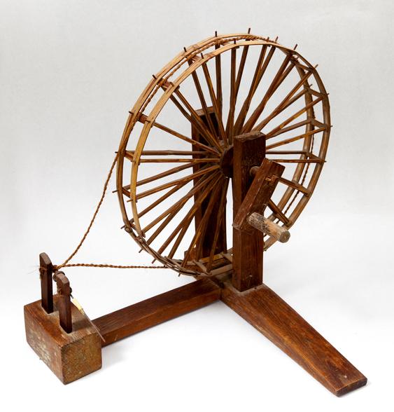 糸車(糸を管に巻く道具)