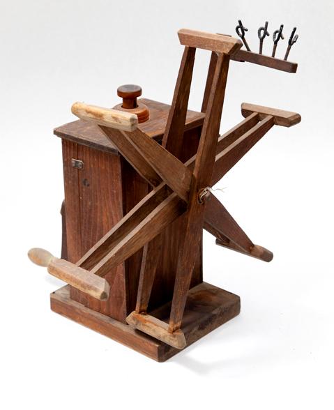 手回し検尺機(繭から生糸を取り出す道具)