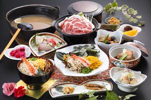 鶏飯(黒豚の陶板焼き・刺身・とんこつ・小鉢付)